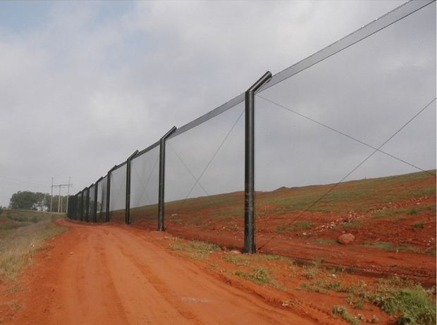 landfill barrier netting installation
